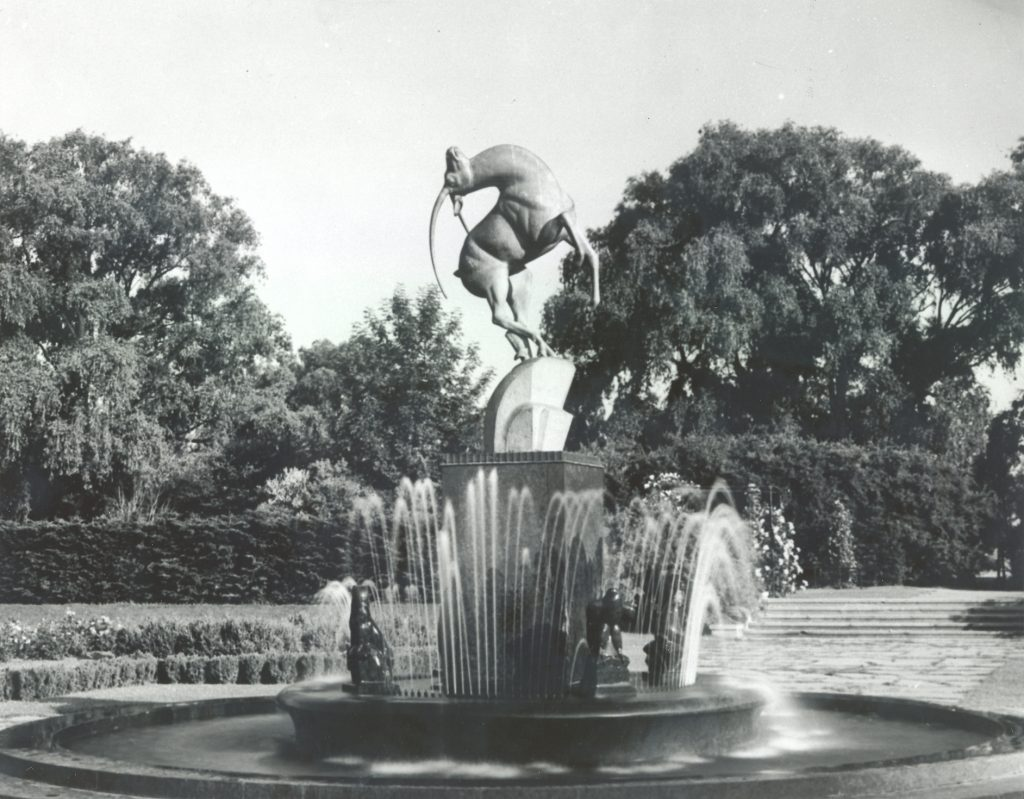 levi-l-barbour-memorial-fountain-with-steps-visible-in-background